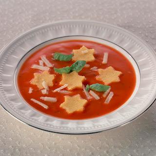 Tomatencreme-Suppe mit Polentasternchen