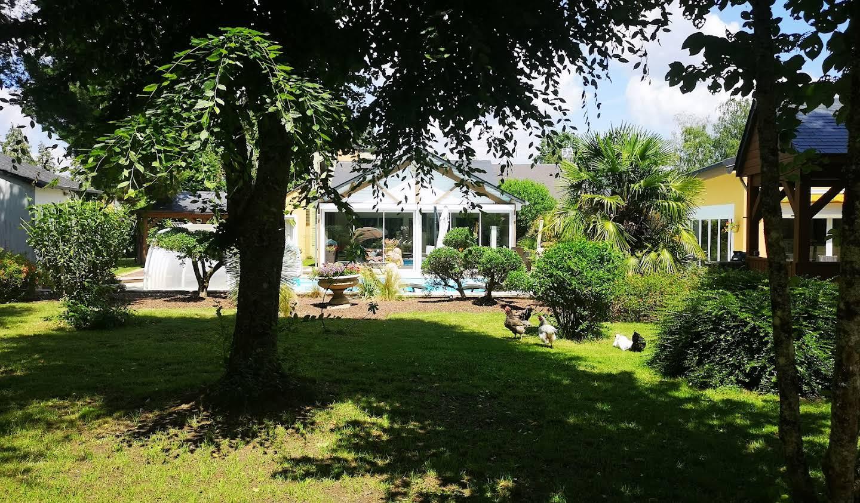 Propriété avec piscine et jardin Bourges