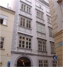Photo: Mozart-Gedenkstätte. Viena.http://www.viajesenfamilia.it/