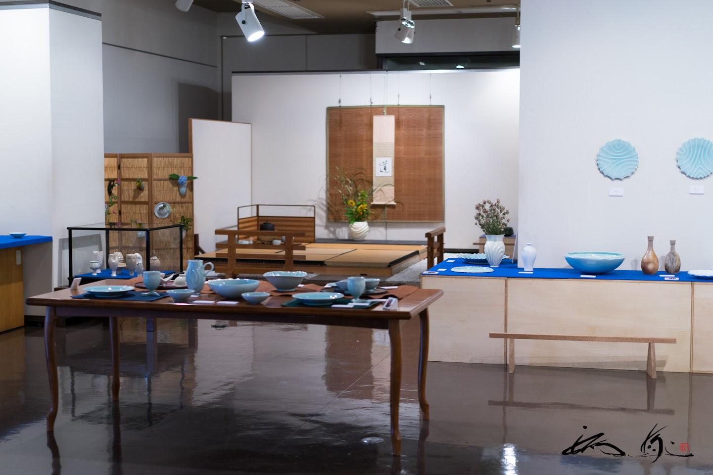 食器やオブジェなど100点以上の作品が展示