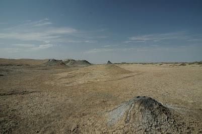 Diese bizarre Landschaft wurde von Schlammvulkanen geformt.