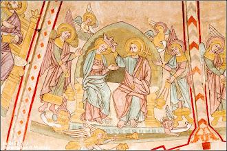 Photo: Dorfkirche in Hohen Sprenz. Gewölbemalerei, Himmelskönigin: Maria sitzt neben Jesus, der ihr die Krone auf das Haupt setzt. Die Krönung durch Jesus während der Himmelfahrt Marias im Beisein zahlreicher Engel war ein beliebtes Motiv der Barockmaler.