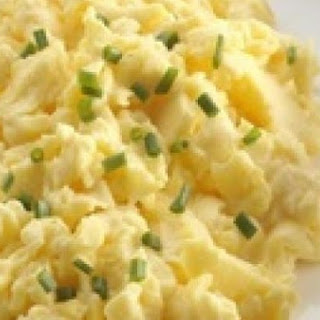 Simple Scrambled Eggs With Cottage Cheese