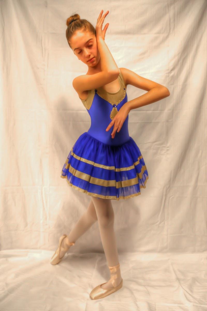 Ballerina con il tutù blu --- Elisabetta Savoca --- di bepi1969