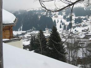 Photo: l'Eglise des Gets entre les sapins,derriére versant des Chavannes