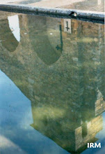 Photo: La iglesia reflejada en el pilo