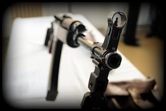 Photo: Československá výsadková útočná puška vzor 58V s dvounožkou. Autor popisku - Štěpán Pravda, student 2. A.