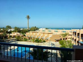 Photo: #013-La vue de notre chambre sur la piscine et la mer