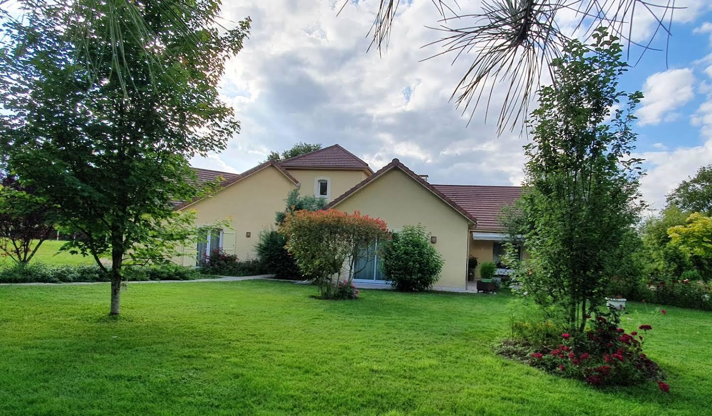 Maison avec jardin et terrasse Bellac