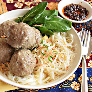 How to Make Bakso, Indonesian Meatballs.
