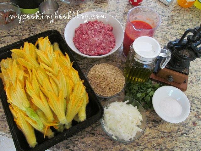 Цветове от тиквички с плънка от кайма и ориз