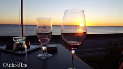 Photo: Velfortjent pils og vin i solnedgangen i Rønne