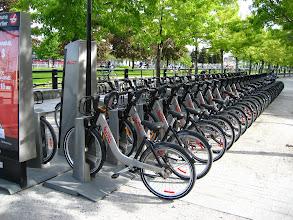 Photo: Binlerce bisiklet , hepsi de kiralık. İstediğin yerde al, istediğin yere bırak.