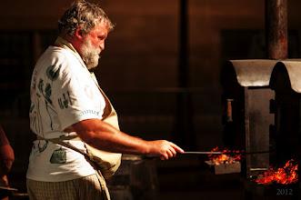Photo: Le maître boulanger à son four