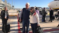 Primeros pasajeros que aterrizaron ayer en Corvera.
