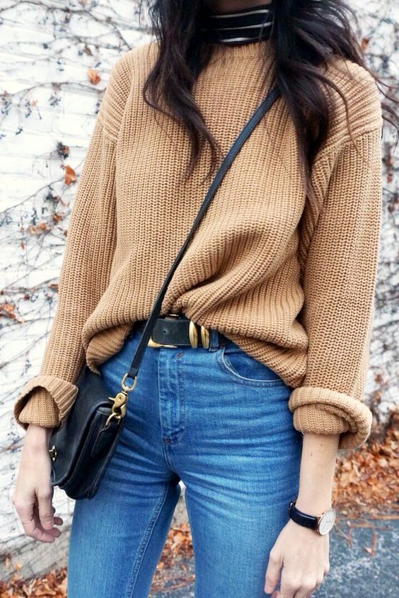 Casual fall look with brown knitted sweater for Deep Autumn women
