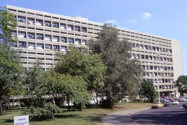 https://upload.wikimedia.org/wikipedia/commons/3/35/Corbusier_Unite_Berlin.jpg