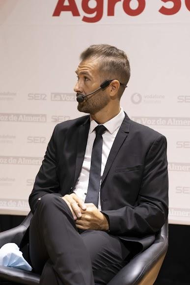 El moderador de la mesa redonda ha sido Javier Pajarón, periodista de La Voz de Almería.