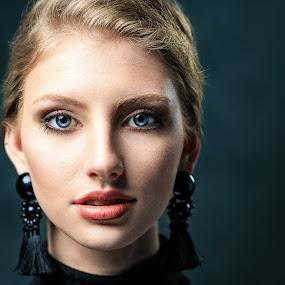 Haley's Eyes by Sean Malley - People Portraits of Women ( studio, blonde, headshot, model, beautiful, beautiful eyes, blue eyes, fashion photography, portrait )