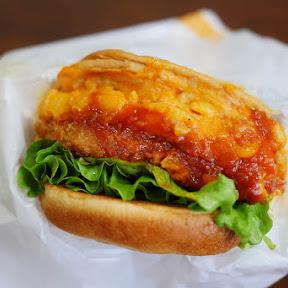 【魅惑グルメ】モスバーガーのマッケンチーズ&コロッケバーガーは食べる洋食だ! 大人も子どももお姉さんも絶賛するはず