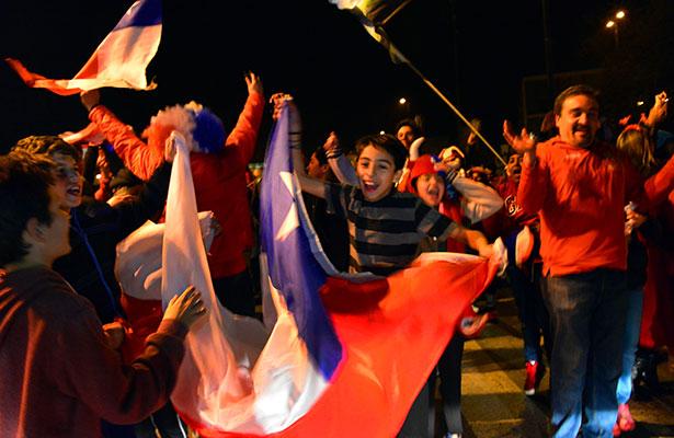 Largo festejo de los chilenos tras obtener la Copa