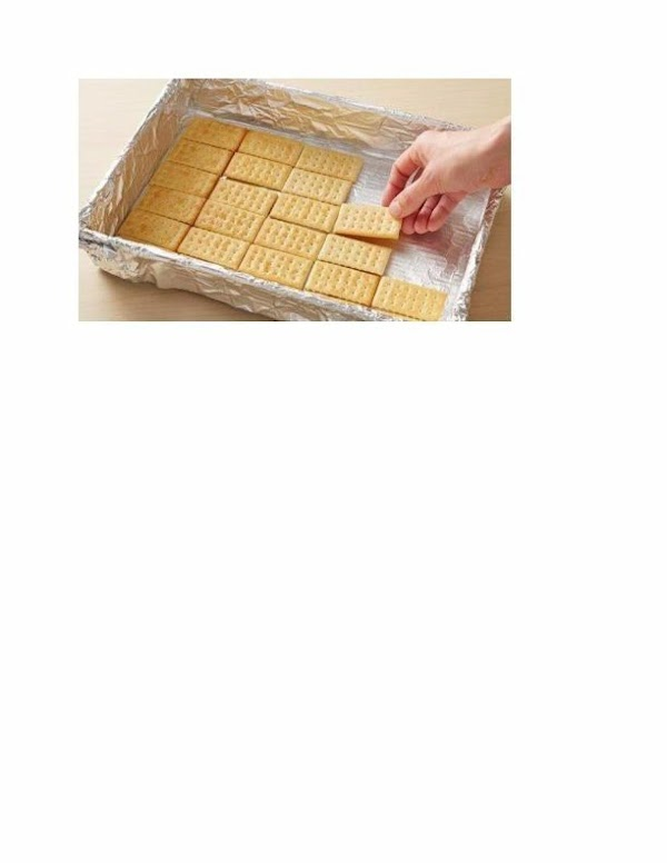 POUR ONE-THIRD OF THE CARAMEL MIXTURE OVER CRACKERS IN PAN.   ARRANGE 30...
