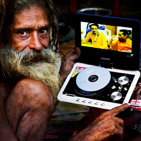 Hi tech sadhu by Saumalya Ghosh - People Street & Candids