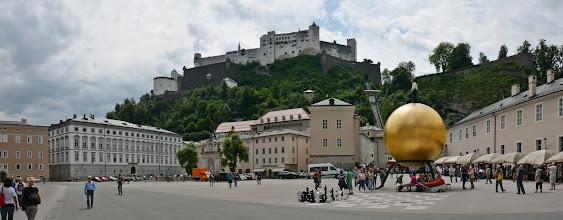 """Photo: """"Festung Hohensalzburg"""" – Zamek-Forteca Znajduje się na wzgórzu ponad starym miastem. Jest to jeden z największych średniowiecznych zamków w Europie."""