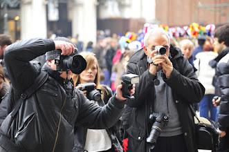 Photo: Venezia carnaval : Voila ce que voit défiler un vénitien déguisé : une pléthore de photographes et de vidéastes; des pros comme des touristes. De quoi se distraire mutuellement les uns les autres...