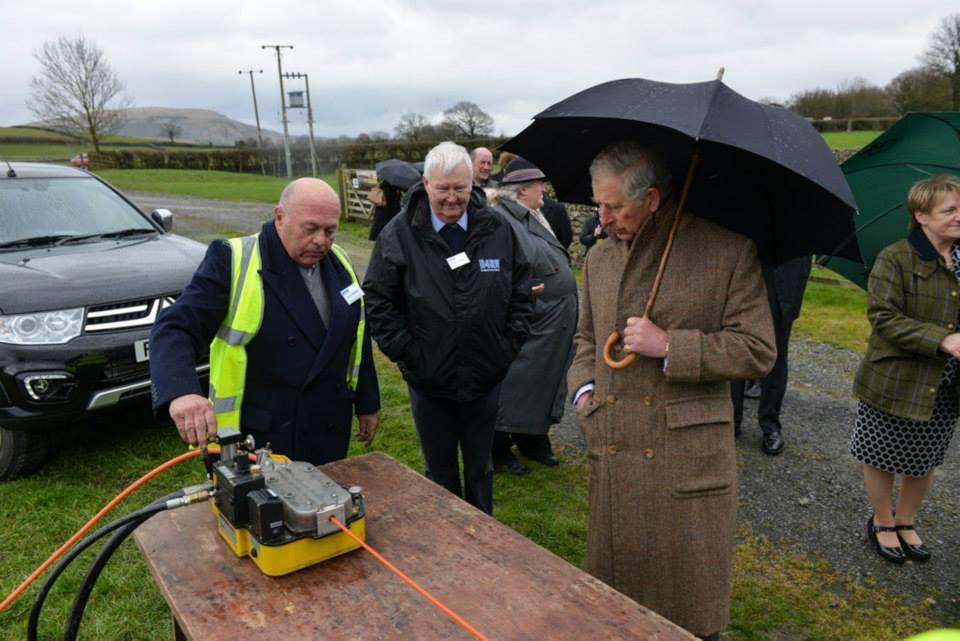 Barry Forde and HRH Prince Charles looking at fibre being blown by Tom Hartley