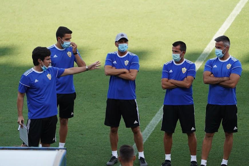 Mario Silva presenta al equipo de Nandinho.