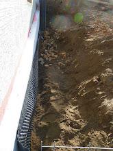 """Photo: 30.10.2013 länger gewartet als gedacht aber heute ging es mit riesen Schritten weiter..... hier ist schon das Rohr unter dem Sand verlegt, das alles """"überflüssige Wasser"""" in die Kanalisation befördert"""