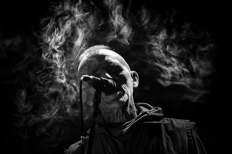 singing in the dark di marcopaciniphoto