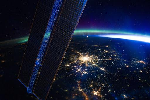 衛星からの地球 LIVE