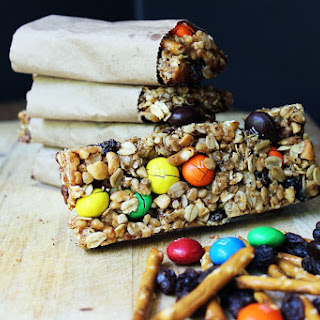 Crispy & Chewy Trail Mix Granola Bars
