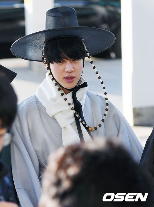 BTS Jin Trends In Korea After Showing Up To The Airport In ...