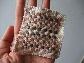 Photo: 草木染めのこぎん糸を分けていただいたので、サンプラー代わりに市松模様。