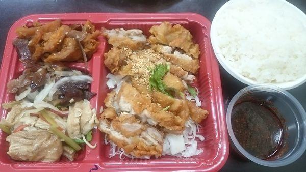 東泰泰式椒麻雞飯