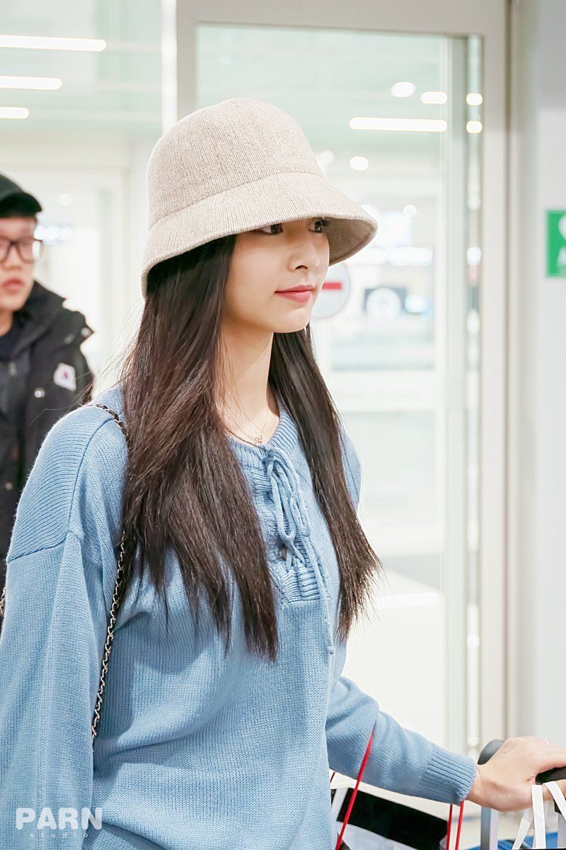 tzuyu in hat 6