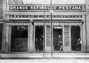 Photo: Grande Refinação Pestana, especializada em artigos de armazém. Foto do Início do século XX