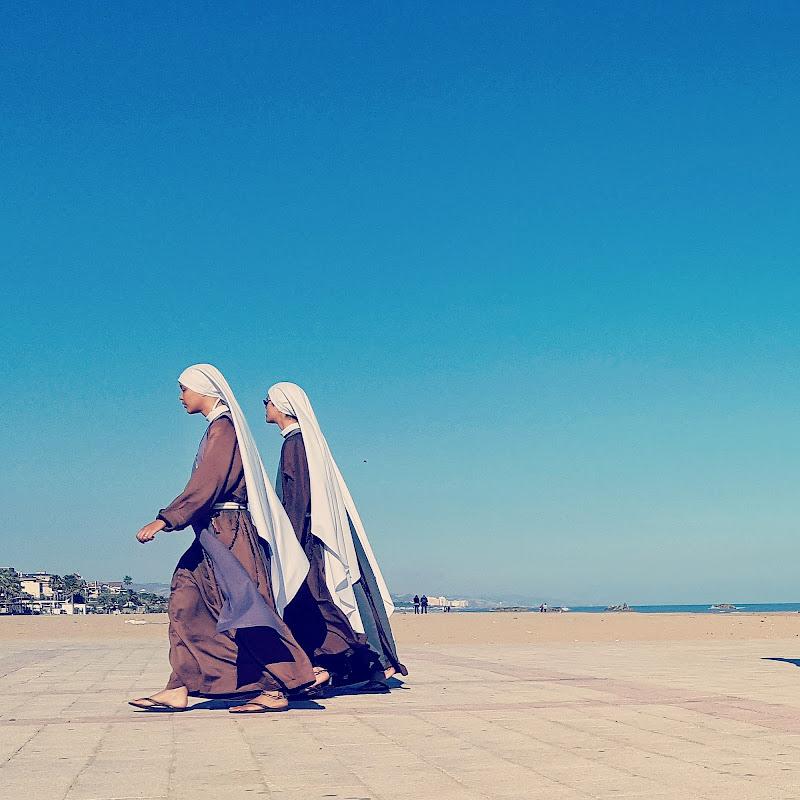 Nuns di Licia Croce