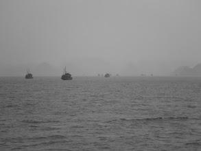Photo: Výlet do zátoky Ha Long - viditelnost není zrovna ideální