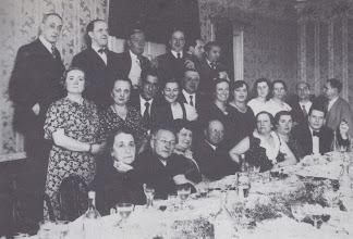 Photo: Toldra en un homenatge a Pau Casals al bar Monumental, al carrer Salmerón, la nit de San Joan de 1934
