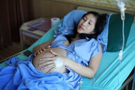 Thai 42 tuần chưa sinh mẹ bầu đừng quá lo lắng