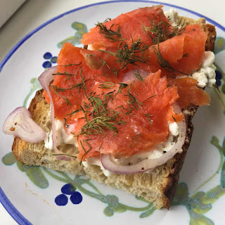 Healthy Smoked Salmon Breakfast Toast