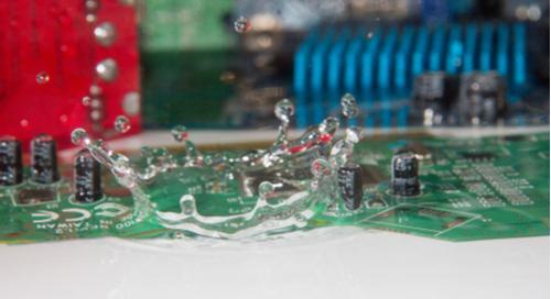 Water drops on PCBs Wie Sie eine PCB-Korrosion verhindern trotz Wassertropfen auf Leiterplatten