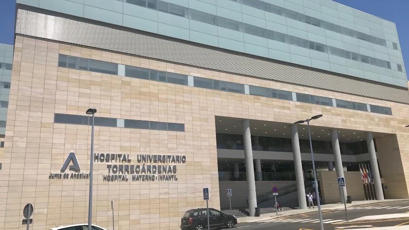 La mujer ha fallecido en el Hospital Torrecárdenas.
