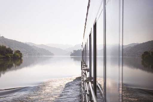 douro-spirit-side.jpg - A view of the Douro River during a Queen Isabel sailing by Uniworld.