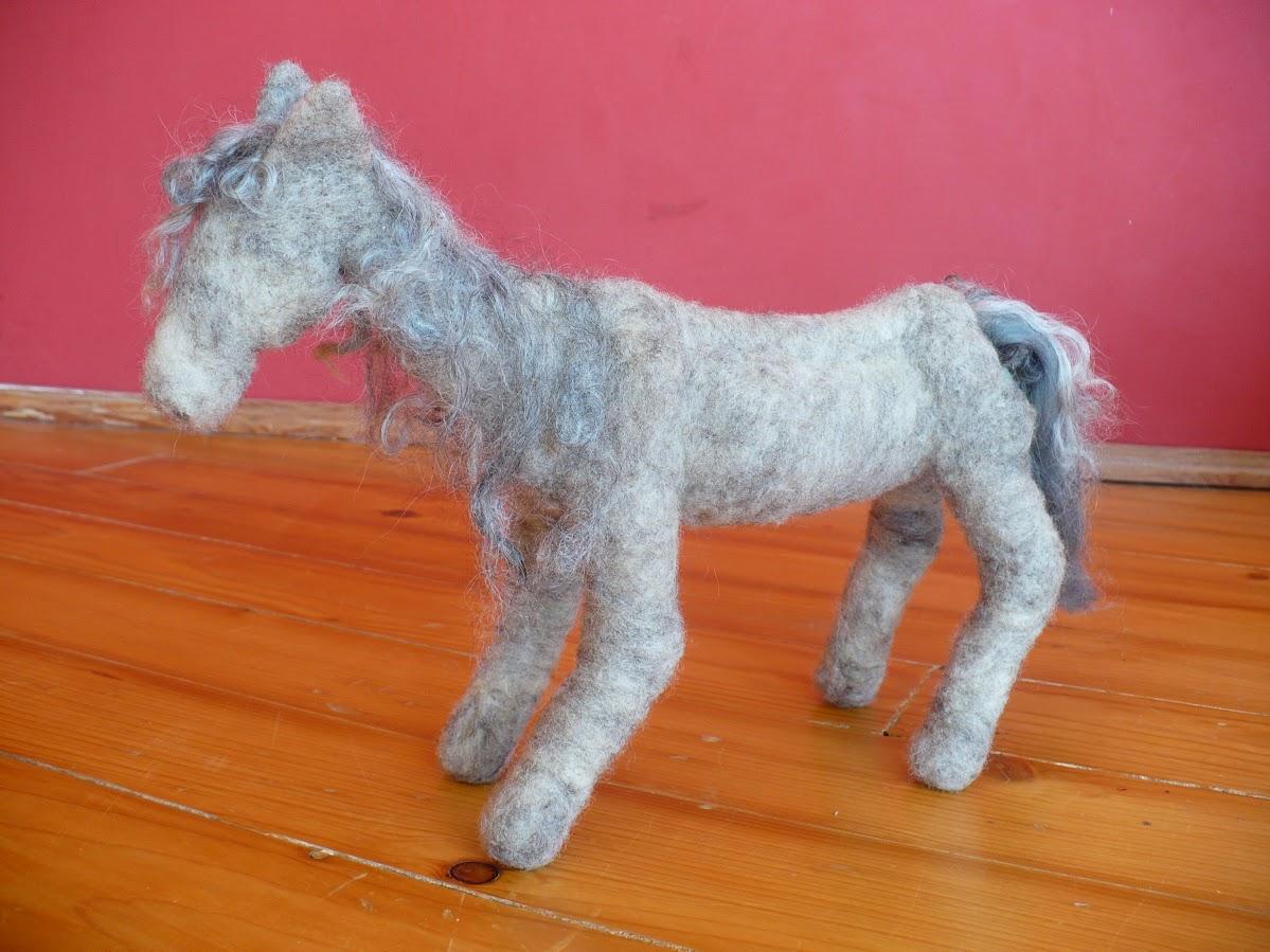 szürke ló
