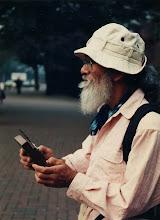 Photo: 1988.10.15 カリンバをもつナナオ